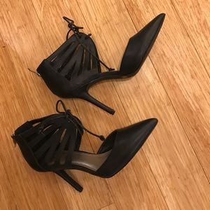 BCBG BLACK LACE UP LEATHER PUMP
